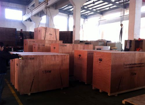 出口特立尼达和多巴哥的8台康明斯成功出厂 发货现场 第2张