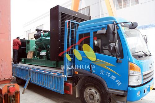 江苏化工1000KW康明斯发电机组成功出厂 发货现场 第2张