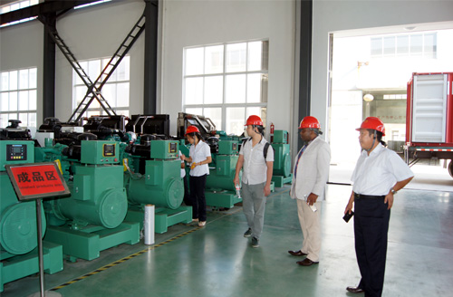 孟加拉客户来访我公司工厂订购多台静音机组 公司新闻 第1张