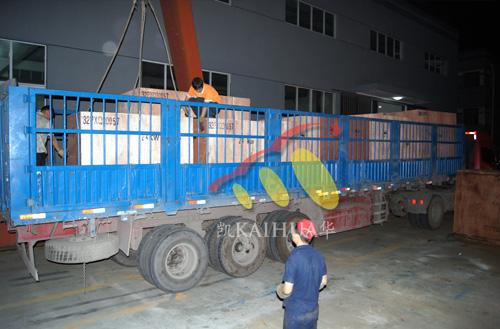 出口荷兰的12台康明斯柴油发电机组成功出厂 发货现场 第3张