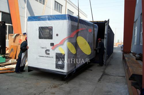 出口迪拜的四台静音柴油发电机组成功出厂 发货现场 第2张