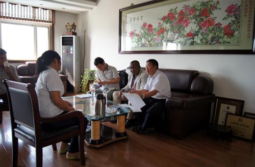 孟加拉客户来访我公司工厂订购多台静音机组 公司新闻 第2张
