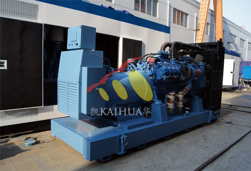 青海铁建800KW奔驰发电机组成功出厂