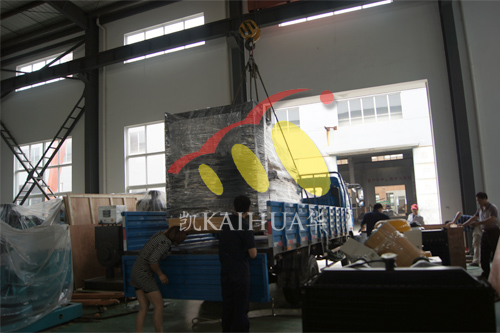 湖南房地产2台400KW上柴机组今日成功出厂 发货现场 第2张