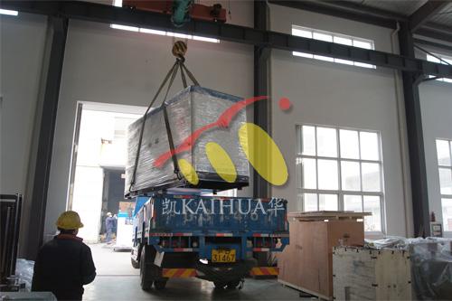 上海实业公司1台200KW康明斯静音机组今日成功出厂 发货现场 第2张