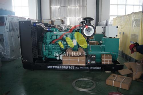 海南石化1台300KW康明斯机组今日成功出厂 发货现场 第1张