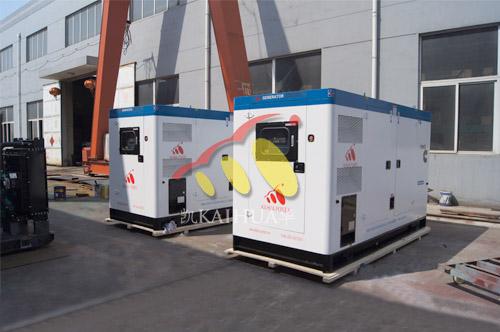出口南亚2台100KW康明斯静音机组今日成功出厂 发货现场 第1张
