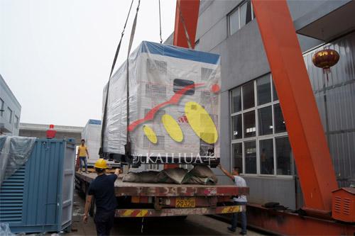 出口东亚3台800KW康明斯静音机组今日成功出厂 发货现场 第2张