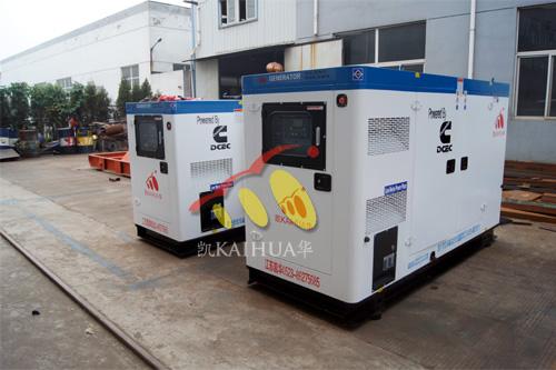 南通4台康明斯柴油发电机组今日成功出厂 发货现场