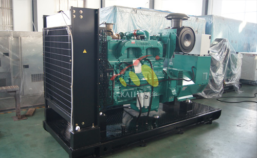 出口北美的一台300KW康明斯发电机组成功出厂 发货现场 第2张