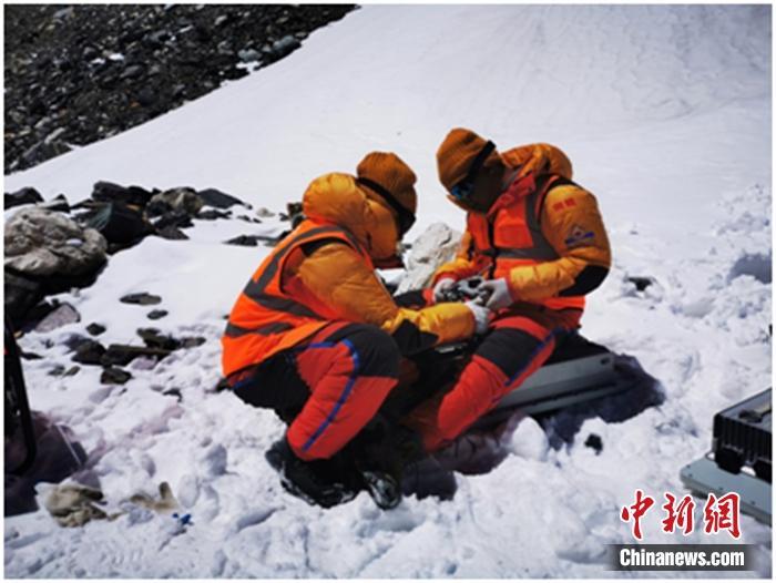 珠峰5G信号测试:5台柴油发电机组在6500米前进营地提供电力保障 行业动态 第3张